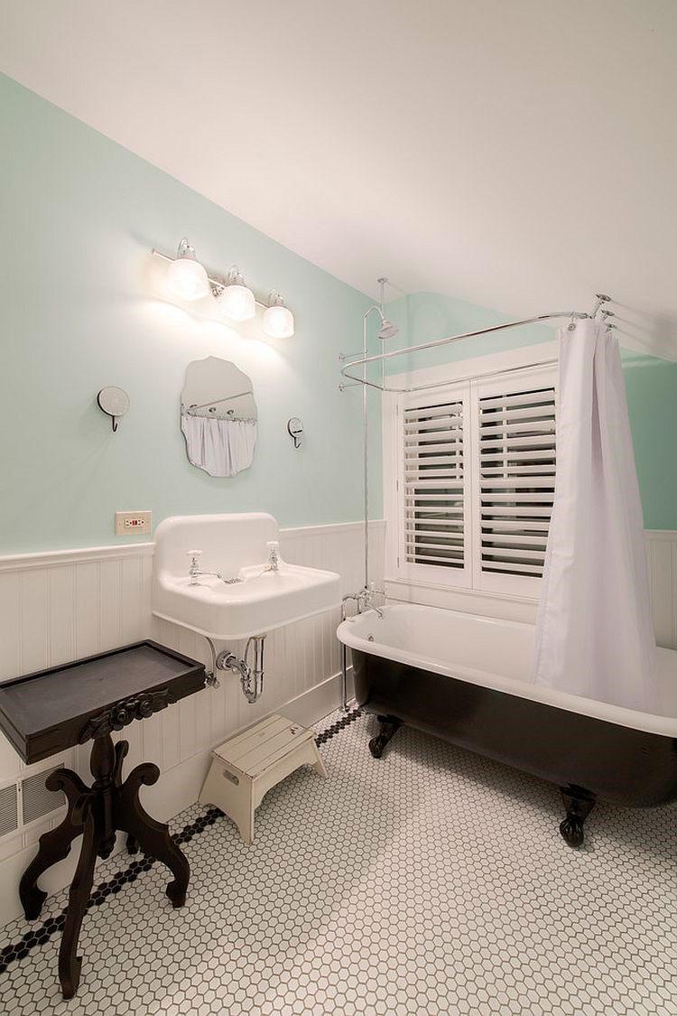 традиционной ванна [дизайн: HighCraft Builders]
