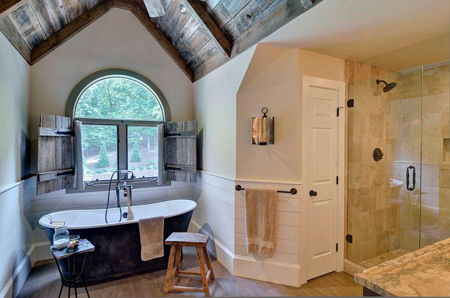 Чугунная ванна с отделкой на заказ [дизайн: Weidmann Remodeling]