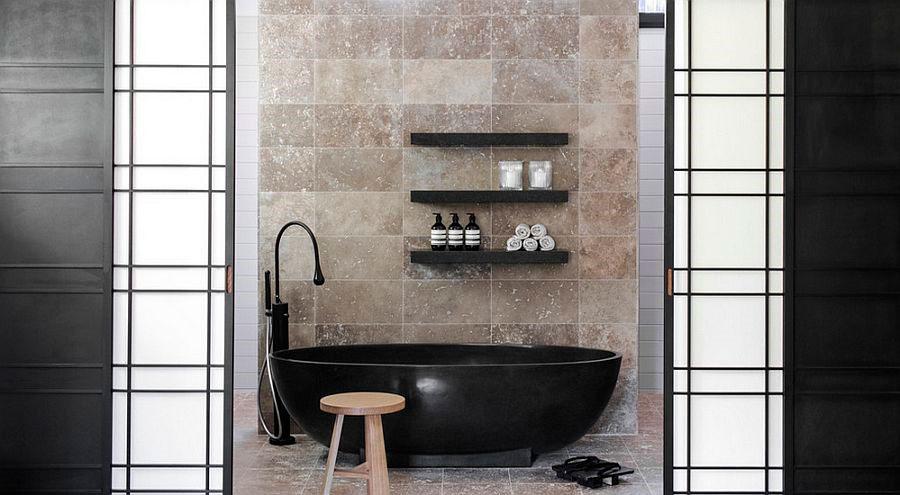 ванны черного цвета становится фокусом в современной будуарах [дизайн: D'Cruz Design Group Sydney Interior Designers]