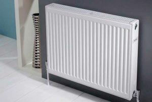 классический вид стального радиатора отопления
